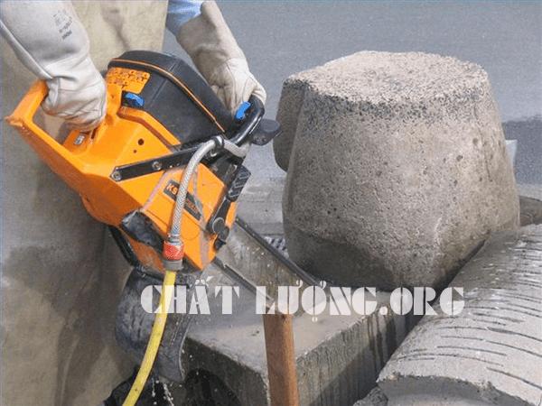 Khoan rút lõi, cắt đường bê tông ở Phố Huế